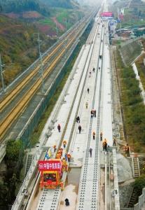 成贵高铁正式铺轨明年成都3小时到贵阳 7小时到广州