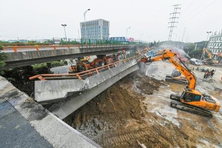 无锡一高架桥桥面侧翻致3死2伤